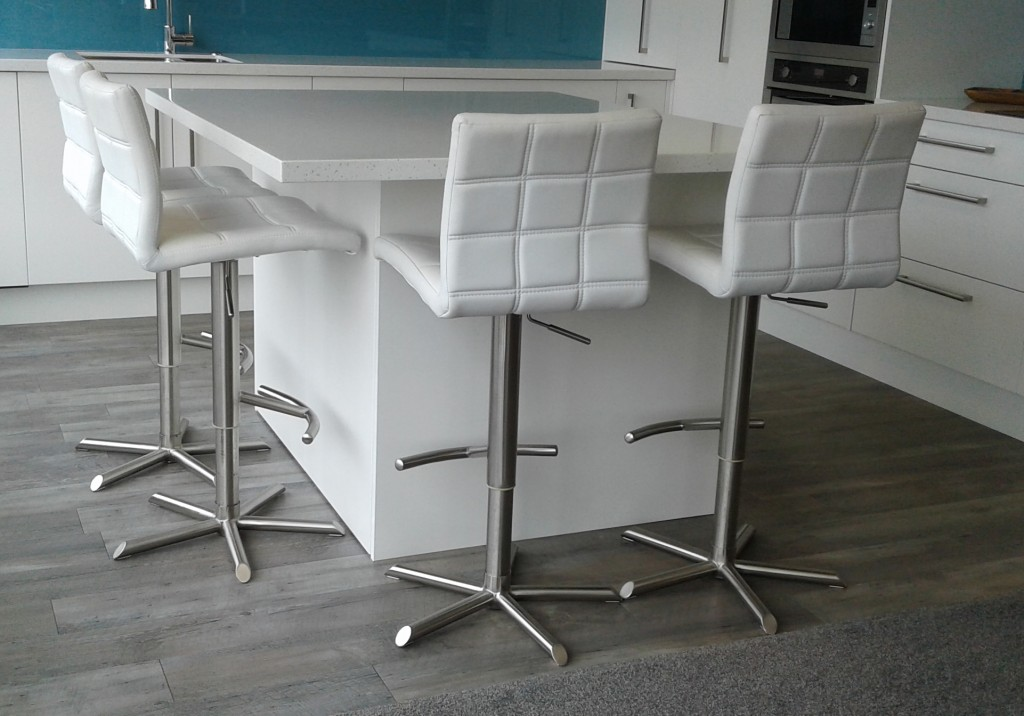 White Bar Stools : white bar stools 1024x716 from www.bar-stools.co.nz size 1024 x 716 jpeg 131kB